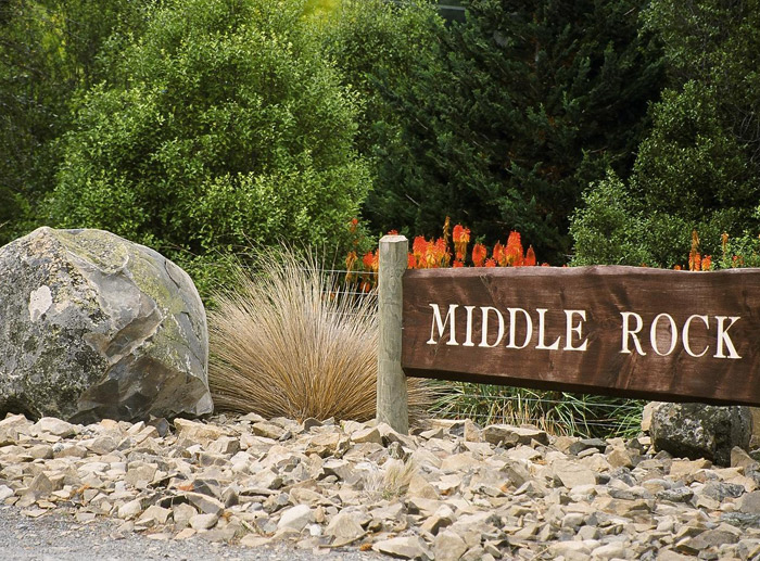 middlerock2